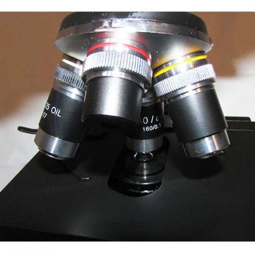 نمای نزدیک از عدسی های شیئی 4X-10X-40X-100X میکروسکوپ 1600 برابر بیولوژی دو چشمی مدل Ke-20